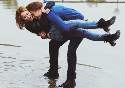 """""""Embrasse-moi idiot, c'est vraiment beaucoup beaucoup  mieux que des mots. Embrasse-moi idiot, et j'oublierais tes défauts"""""""
