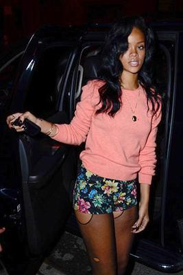 Rihanna, mini-shorty