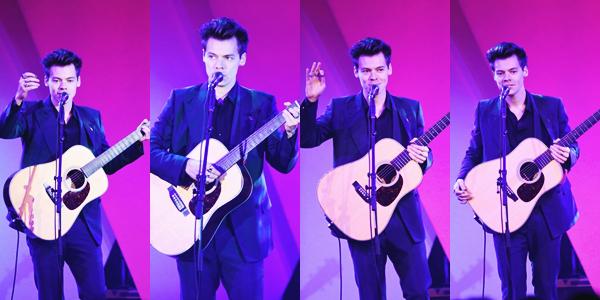 06.11 | Harry Styles a performé et était présent au Music Industry Awards.