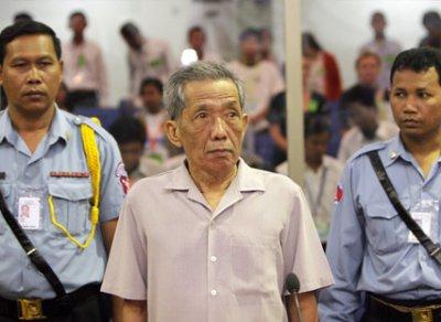 Enfin, un procès pour les Khmers Rouges (!)