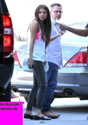 Selena Gomez : Sexy aux studio de Sony en Californie!!