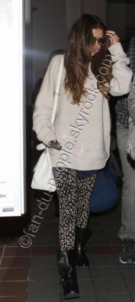 Selena Gomez vu à l'aéroport de Los Angeles le 31/05/2013