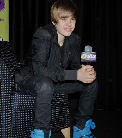 Justin Bieber aurait offert un bracelet en diamants à Selena Gomez.....