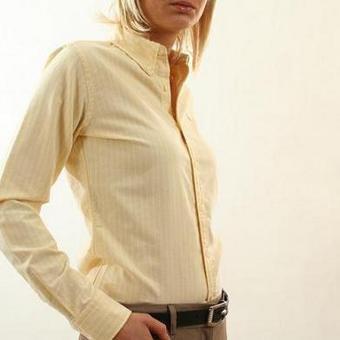 Por entre a tua blusa entre-aberta***par ton chemisier entrouvert