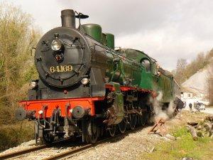 O comboio apitará três vezes*** Train à vapeur
