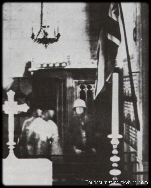 Deux apparitions dans une église Session 1 : Apparition Photographique Lieu : Arundel, France Année :  - Type : Amateur