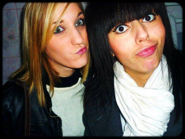L'amitié double les joies et réduit de moitié les peines.( L )