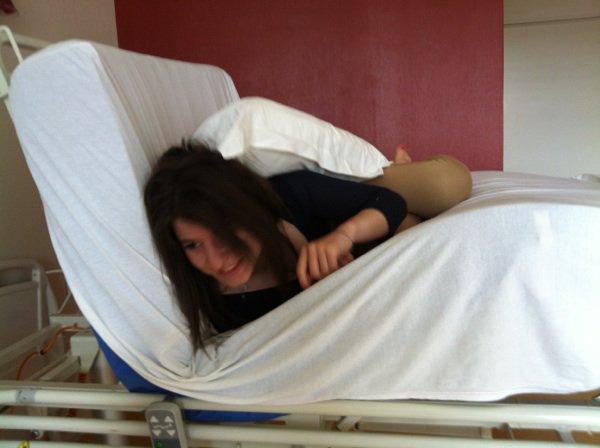 Quand les copine jouent avec le lit d hôpital