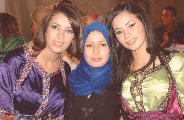 moi avec ma cousin kawtar et fati