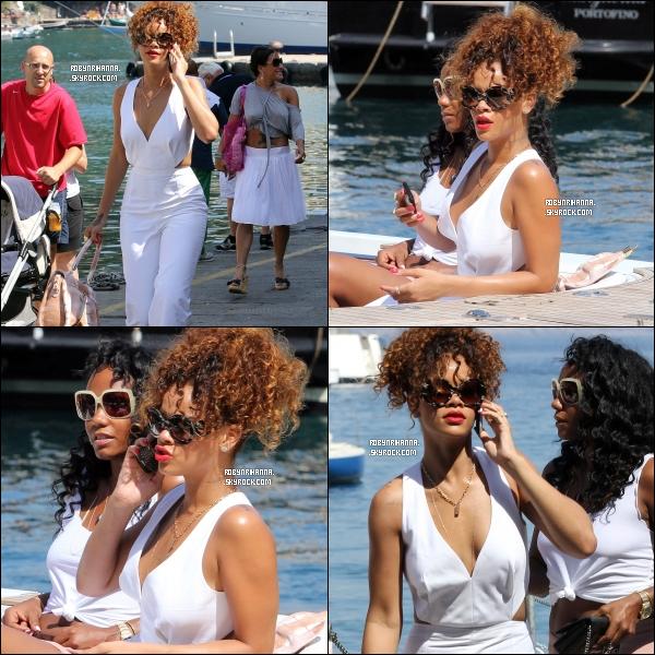 """. 24 août ▬ Riri a été vue cette fois-ci à """"Porto-fino"""" en Italie ! La belle profite de ses vacances ..  .. Restaurant, promenade dans les rues de la ville, glace, détente sur un yacht, magazin """"Louis Vuitton"""", plongée, soirée (etc..) ."""
