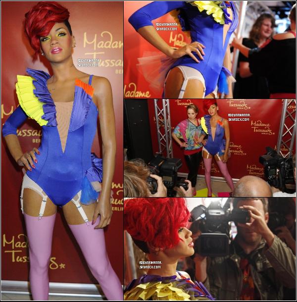 . 29 août ▬ L' inauguration de la statue de cire de Rihanna, par Madame Tussauds à Berlin . Après New York, c'est le musée « Madame Tussauds » en Allemagne, qui a l'honneur de recevoir une statue de cire Rihanna !.
