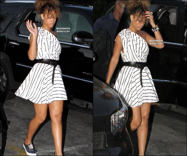 .  02 septembre ▬  Notre Rihanna a été vue allant à un studio d'enregistrement à Los Angeles.  Il semblerait qu'elle mette à profit la quinzaine de jours avant ses concerts au Brézil pour enregistrer de nouvelles chansons.. .