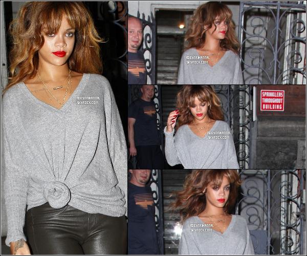 """. *11 septembre* '-' Rihanna a été vue dans les rues de New-York. *'Top ou Flop ? + Rihanna sera en featuring sur le prochain single du groupe """"Coldplay"""" ! La chanson s'intitulera """"Princess Of China"""" ..."""