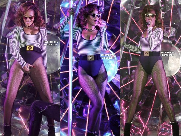 """.  *17 septembre* '-' Rihanna a donné son tout premier concert à Sao Paulo, au Brésil ! Découvrez la """"Set List"""" complète du concert en cliquant juste ici. Espérons avoir des vidéos ! Donne ton avis sur sa tenue.."""