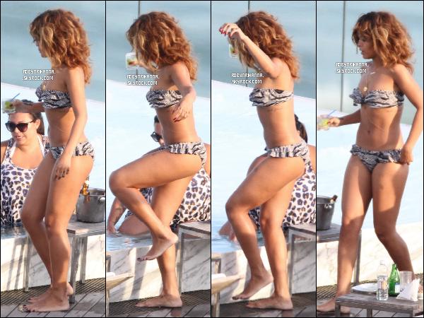 .  *20 septembre* '-'  Rihanna a été aperçue à la piscine de son hôtel à Rio de Janeiro .. N'est-elle pas magnifique notre belle Barbadienne ? Tu aimes son maillot de bain ? N'hésite pas à donner tes impressions!.