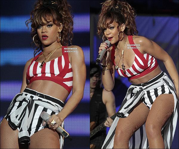 """.  *23 septembre* '-'  Rihanna a donné un concert au festival « Rock in Rio », au Brésil ! .  Voici la liste des chansons que la belle a performé : Only Girl - Disturbia - Shut Up And Drive - Man Down - S&M - Raining Men - Hard - Live Your Life - Unfaithful - Te Amo - California King Bed - What's My Name - Rude Boy - Cheers - Don't Stop The Music -  Love The Way You Lie & Umbrella ! **""""'Ton Live Préféré ?."""