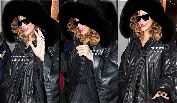 """.  18/12 - Rihanna a été photographiée quittant une boutique « Armani » à Londres, en Angleterre. Elle est rentrée à Londres pour donner les 3 derniers concerts du """"Loud Tour"""" durant lesquels sera filmé le DVD de la tournée !  ."""