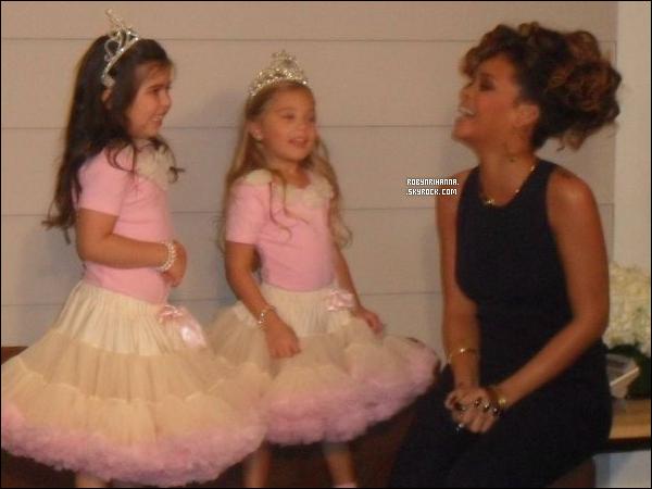 """. • Découvrez la rencontre de Rih avec Rosie & Sophie Grace au """"Ellen Degeneres Show"""". ."""