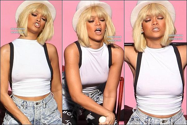 . • Découvrez des photos de Rihanna sur le tournage de son prochain clip « You Da One ».  .