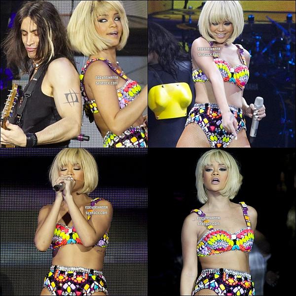 """. 01/12 - Rihanna donne un concert dans le cadre du """"Loud Tour"""" à Londres, avec sa nouvelle coupe.  ."""