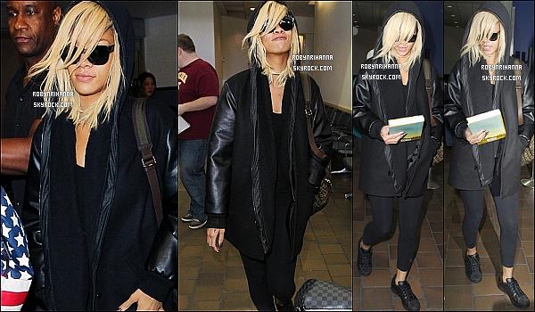 """* 11/03/2012':' Rih  a d'abord été vue à l'aéroport de « LaGuardia » pour aller à son hôtel à New York ..   Plus tard dans le soir, elle a été  dîner avec trois de ses plus fidèles fans au restaurant """"Da Silvano"""" et s'est ensuite rendue en boîte de nuit. *"""
