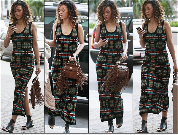 """* 13/01/2012 :*  Rihanna s'est rendue dans un hôpital pour un contrôle de santé à Los Angeles. Top ou Flop ?  + Découvrez deux nouvelles photos promotionnelles de notre belle Rihanna posant pour la marque « Emporio  Armani ». """"* Clique ! *"""
