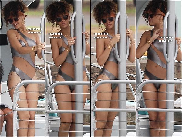 * 17/01/2012 :*  Rih a été vue sur un bateau pour faire de la plongée avec les requins avec des amies, à Hawaï.  *