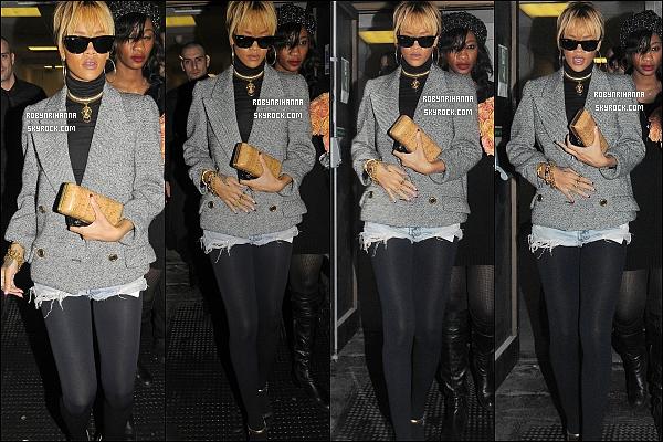 * 22/02/2012':' Rihanna a été aperçue  en sortant du restaurant « Novikov » à Londres. Top ou Flop? + Riri sera à l' émission de Jonathan Ross le samedi 03 mars. Au programme : une interview et une performance encore inconnue ..  *