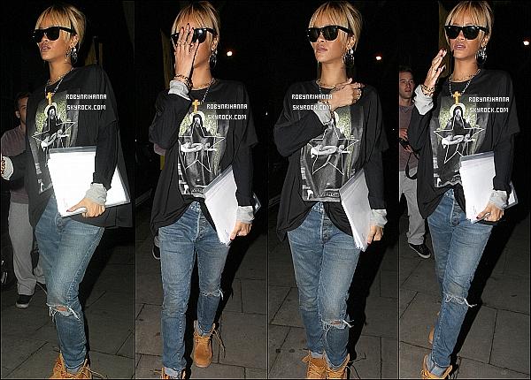 * 23/02/2012':' Rih a été vue dans les rues de Londres, sortant d''un immeuble, un dossier à la main.  *