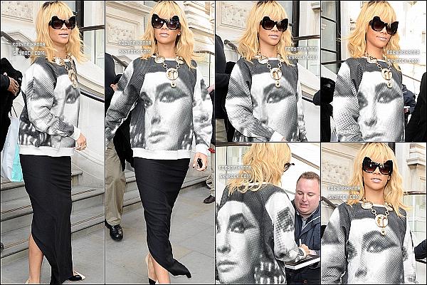 * 26/02/2012':' Rihanna a été aperçue quittant son hôtel, toujours dans la belle ville de Londres. Le soir même, Rihanna a passé toute la soirée dans un club très branché de Mayfair, le « Aura Nightclub », toujours à Londres. *