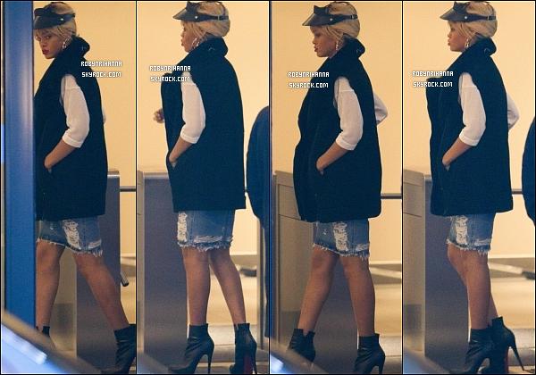 * 27/02/2012':' Riri a été vue à « River Island », un magasin de vêtements à Londres, avec Melissa.  *
