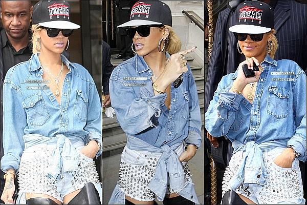 * 29/02/2012':' Rihanna accompagnée de Mélissa, a été aperçue à la sortie de son hôtel londonnien.  *