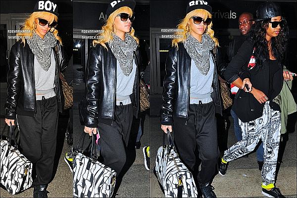 * 01/03/2012':' Riri, accompagnée de Mélissa, a été photographiée à l' aéroport « LAX » à Los Angeles !  Après son long séjour à Londres, elle est donc enfin de retour aux Etats-Unis, à Los Angeles. Que penses-tu de sa tenue? Top ou Flop?  *
