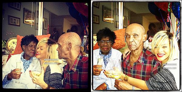 * 16/03/2012':' Notre jolie Rihanna est allée faire quelques emplettes à « Whole Food », à New York. Elle a notamment acheté du vin et de la nourriture avant d'aller chez ses grands-parents pour fêter l'anniversaire de sa grand-mère. *