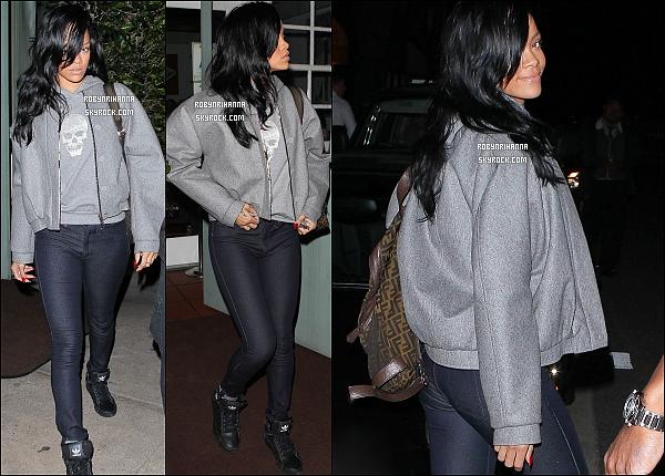 * 17 avril 2012':' Rihanna se rendant dîner au restaurant « Giogio Baldi » à Los Angeles.   *