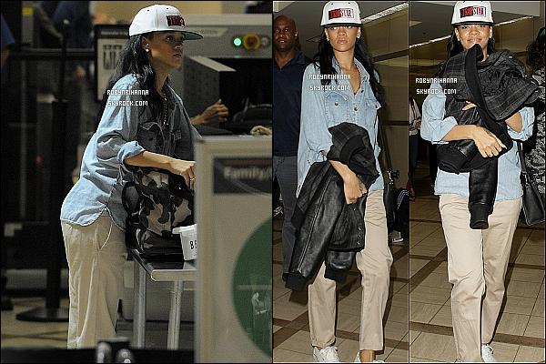 * 22 avril 2012':' Rihanna a été vue à l'aéroport « LAX » à Los Angeles, accompagnée de Melissa. Elles ont pris l'avion pour se rendre à New York pour assister au gala du « Time 100  » qui se déroulera demain ( 24 avril 2012 ). *