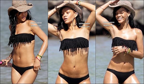 * 27 avril 2012':' Rihanna a été photographiée dans l'après-midi sur les belles plages d'Hawaî.  *