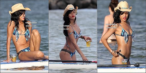 * 27 avril 2012':' Nouvelles photos de Rihanna à Hawaî avec des ami(e)s. N'est-elle pas magnifique ?   *