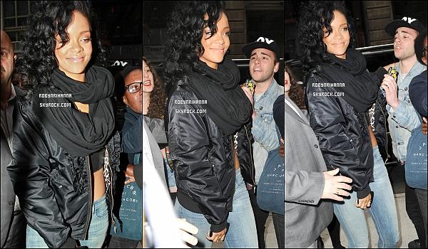 * 03 mai 2012':' Rihanna a été photographiée en arrivant à son hôtel dans la belle ville de New York.  Deux jours plus tard, notre belle Rihanna a été aperçue quittant son hôtel pour se rendre sur le plateau du « Saturday Night Live ».  *
