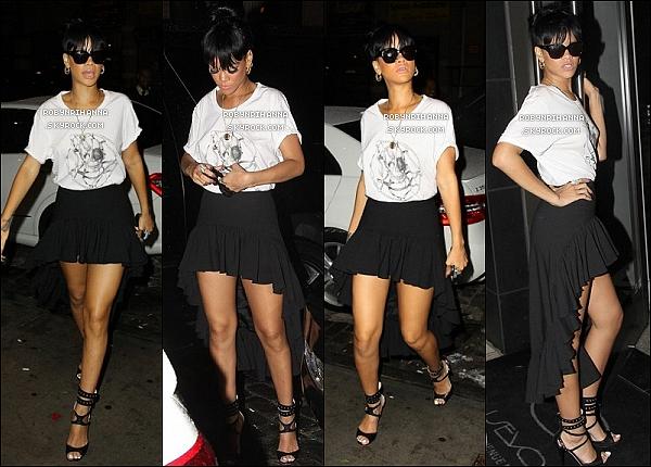 """* 14 mai 2012':'Rihanna a été vue quittant son hôtel pour aller à l'aéroport direction Los  Angeles. Le lendemain, la belle a repris ses habitudes """"Los Angelesiennes"""" en allant dîner au restaurant « Giorgio Baldi » à Santa Monica. *"""