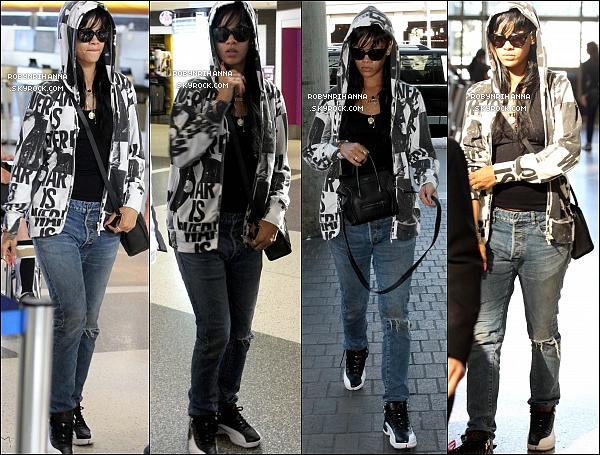 . 18.05.12* : *Riri était à l'aéroport « LAX » de Los Angeles pour se rendre à une destination encore inconnue.Edit : Elle s'est rendu à Londres pour assister au concert de Jay-Z et Kanye West et participer à l'after-party de la tournée. .