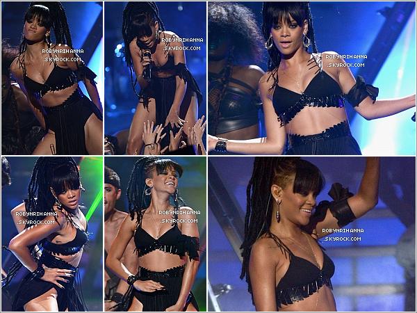 . 23.05.12.:.Notre Rihanna a performé « Where Have You Been » à la finale de l'émission de « American Idol ».Cette prestation avait un décor très différent de celui du clip, et la belle abordait une toute nouvelle coupe, des dread locks ! .