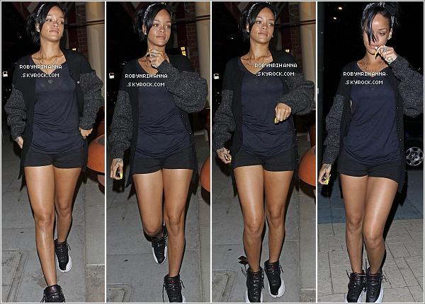 """. 04.06.12"""" : """"Dans la soirée, Rihanna a été aperçue se rendant à « Coffee Bean », un salon de thé et de café.+ Riri est l'égerie de la nouvelle campagne promotionnelle pour la boisson « Vita Coco », baptisée cette année « Viva Vita ». ."""