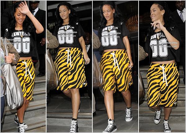 """. 17.06.12"""":""""Rihanna a quitté son hôtel à New York, pour aller rendre visite à sa grand mère à l'hôpital.Deux jours plus tard, la belle a été vue se rendant à un studio d'enregistrement et de danse dans le sud de Londres.  ."""