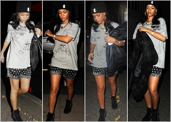""". 20.06.12"""":""""Rihanna a été photographiée sortant et arrivant dans des studios d'enregistrement à Londres. ."""