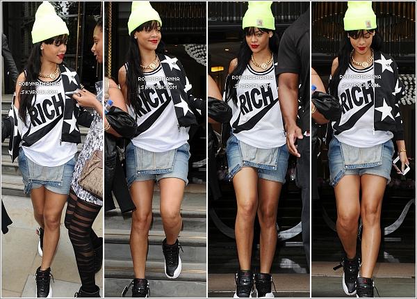 """. 23.06.12"""":""""Rihanna a été photographiée dans l'après-midi sortant de son hôtel à Londres. Top ou flop ? ."""