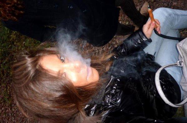 ~ Fume la vie, avant qu'elle ne te fume *