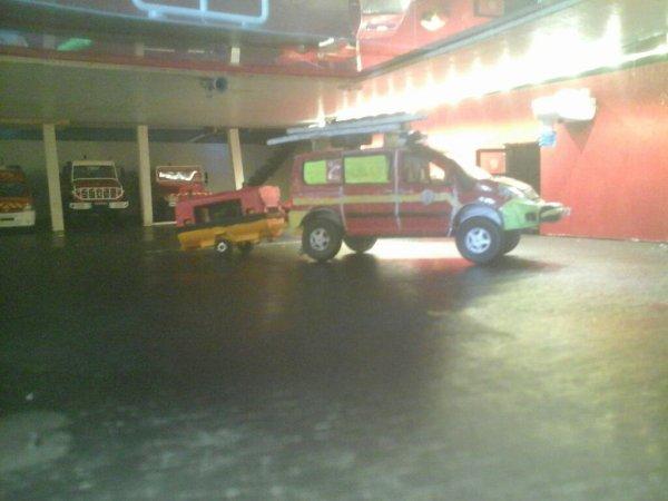 Départ VTU2 et MPR pour inondation dans un supermarché