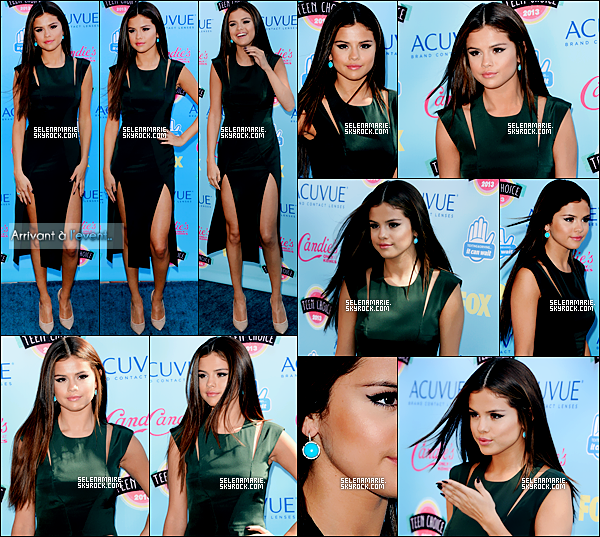 .  ●●   Le 11.08.13 : selena radieuse, a assisté à la cérémonie des  «Teen choice awards» qui se déroulait à  Los Angeles .▬ Notre belle sel a remporté 3 prix : Female-hottie,break-up son(come & get it) et Choice Music Star Female,trois prix merités! .