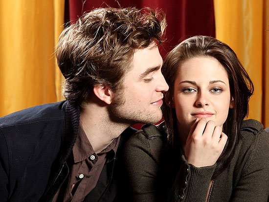 Robert Pattinson abandonne définitivement Twilight et emménage avec Kristen Stewart ! Si si...